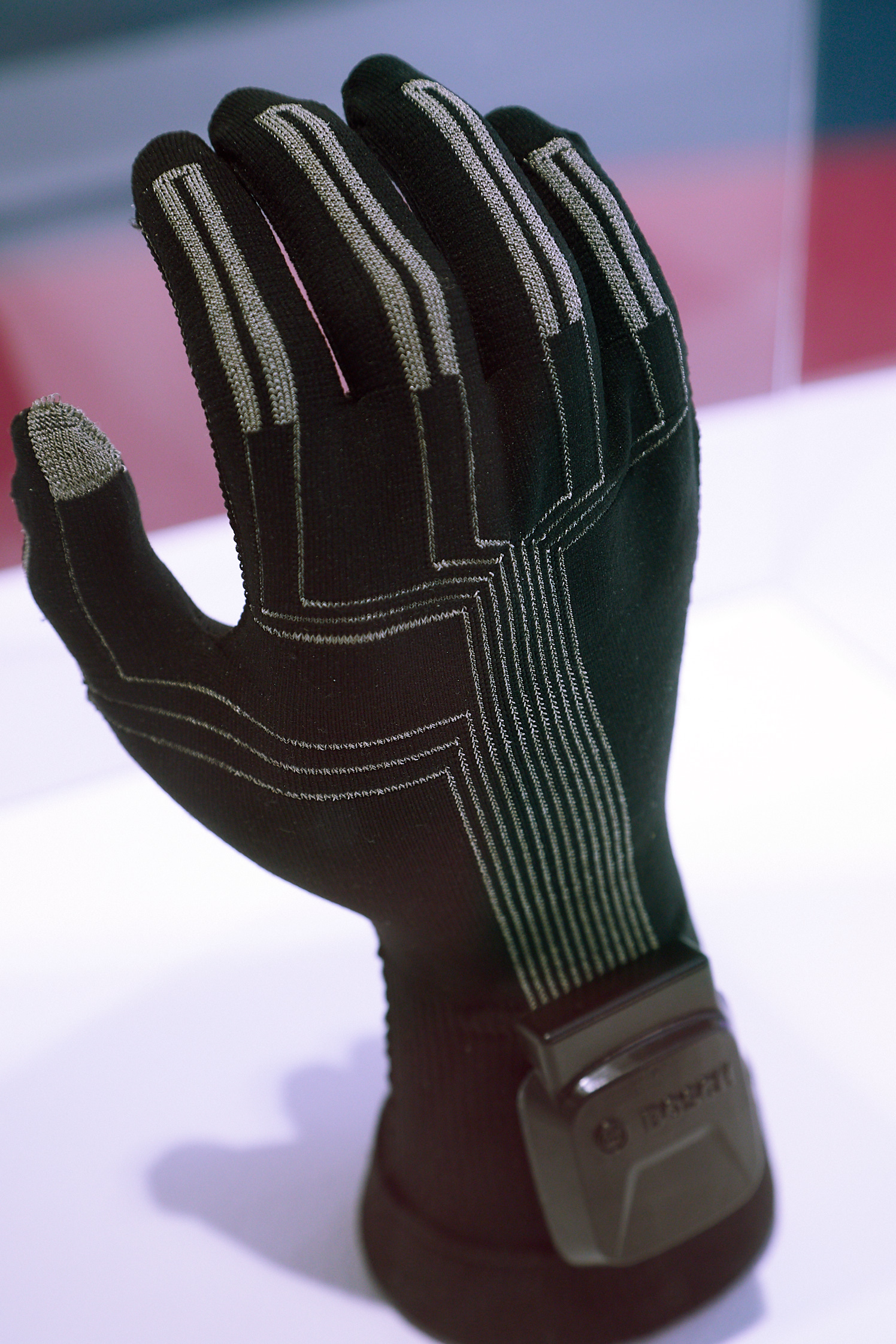 Techtextil Innovation Award Areal: Knitted Sensor Glove