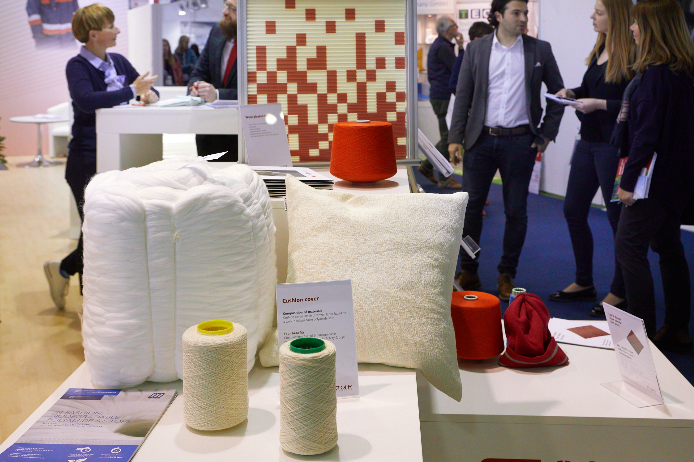 Yarn made of a combination of wool and biodegradable polyamide